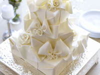 Thumbnail image for Five Swoon-Worthy Winter White Wedding Cakes
